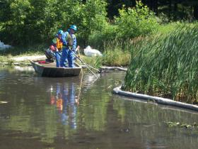 "Crews use ""stingers"" to pump water into the sediment and flush oil to the surface."