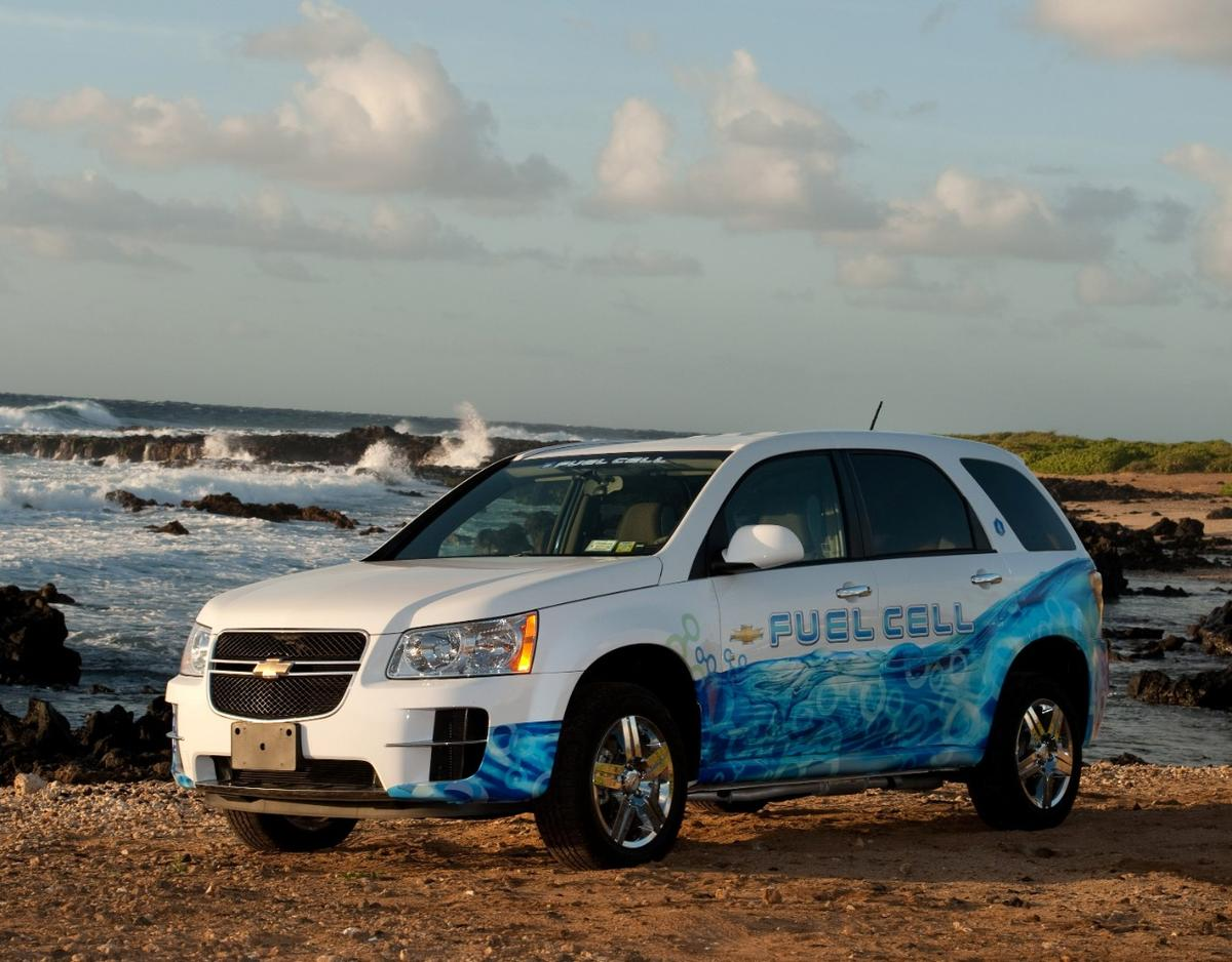 A GM hydrogen-powered Chevrolet Equinox. A fleet of these test vehicles launched in 2007. (STEVE FECHT / GENERAL MOTORS)