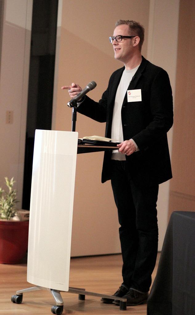 "Pomegranate Studios President Bill Holsinger-Robinson and his team put on ""5x5 night""."