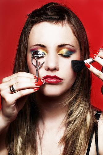 Health, safety concerns surround Glittersniffer Cosmetics