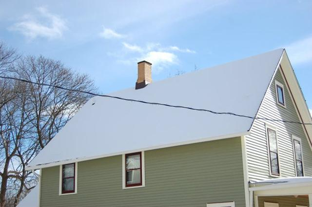 The Grocoff home - with perfect snow cover. Matt says: you can see that it is well insulated by the lack of any snow melt, even around the chimney and vent pipe in the upper left.