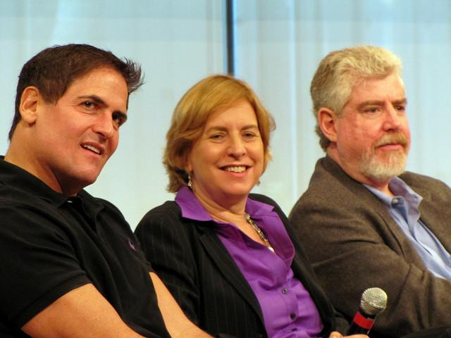 Vivian Schiller in 2009 sitting with Mark Cuban (left) and Bob Garfield (right)