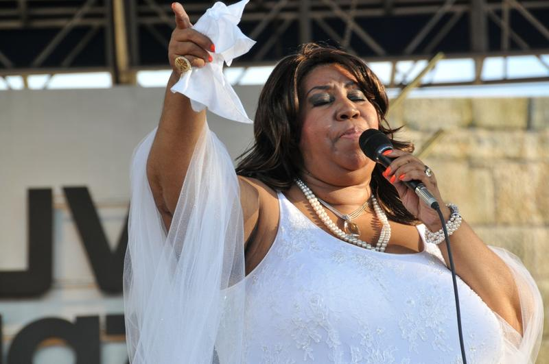 Aretha Franklin says she's in better health and will hold a concert in Michigan this August.