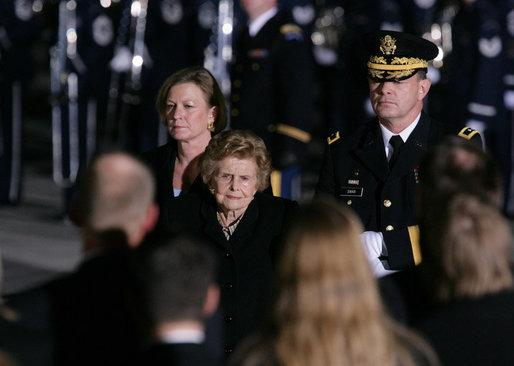 Former first lady Betty Ford (center) and her daughter, Susan Ford Bales (left) upon the arrival of the casket of former President Gerald R. Ford to Andrews Air Force Base in 2006.