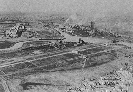 An aerial view of the Ford River Rouge plant near Dearborn, Michigan, circa 1927.