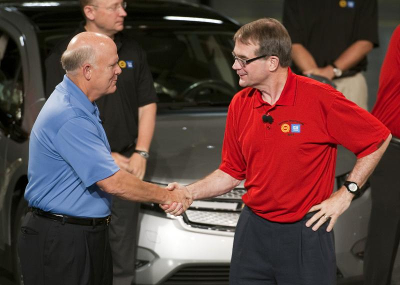 General Motors Chairman and CEO Dan Akerson (left) shakes hands with United Auto Workers President Bob King at the beginning of the UAW/GM talks last August.