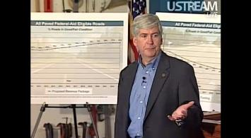 Governor Rick Snyder speaking to a crowd at Southfield's Lawrence Technological University.