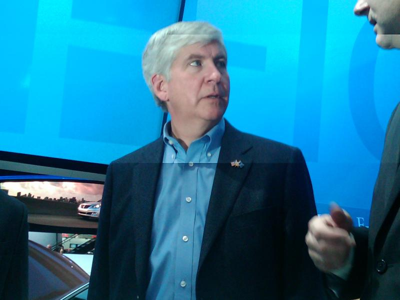 Gov. Rick Snyder tours the Detroit auto show.