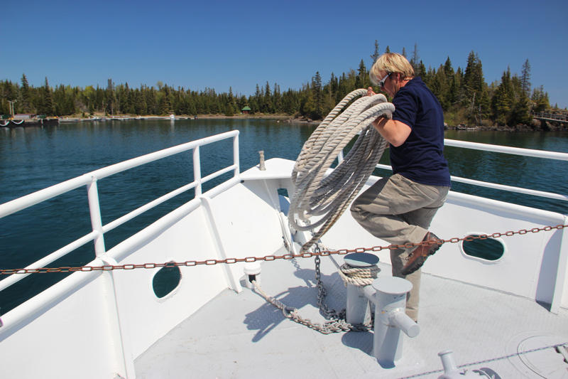 Don Kilpela handling the lines on the Isle Royale Queen IV