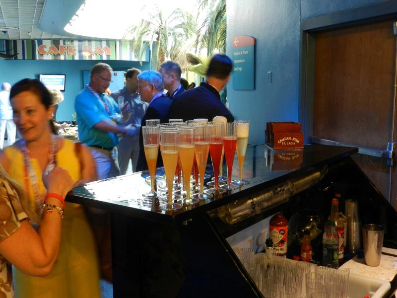 The governor's reception at the Florida Aquarium drew more than 300 people on Sunday afternoon.