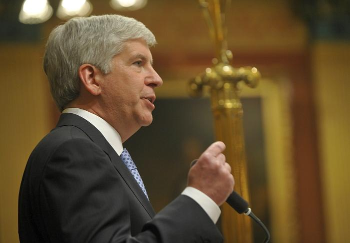 Snyder delivering last year's State of the State address.