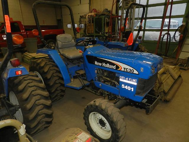 (1) New Holland 2006 TC30 tractor with 3 cylinder, 30hp, diesel engine, category 1, 3 point hitch with PTO rated at 25.5 hp, hydrostatic transmission, 4 wheel drive, hours on meter 938, Product Identification Number Z6NGC1320