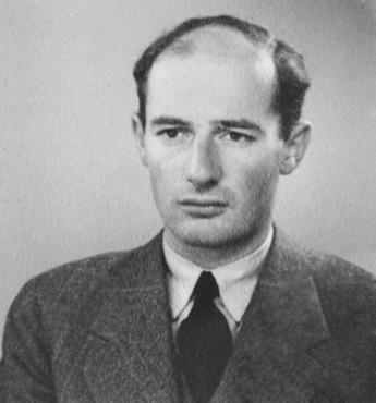Passport photo of Wallenberg from 1944.