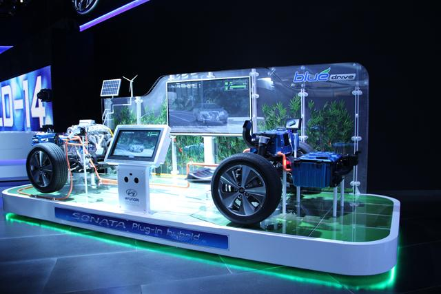 A demo of the Hyundai Sonata plug-in hybrid drive train at the North American International Auto Show.