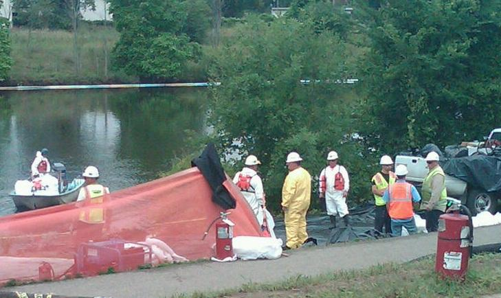 Workers removing oil from the 2010 Kalamazoo River oil spill (file photo)