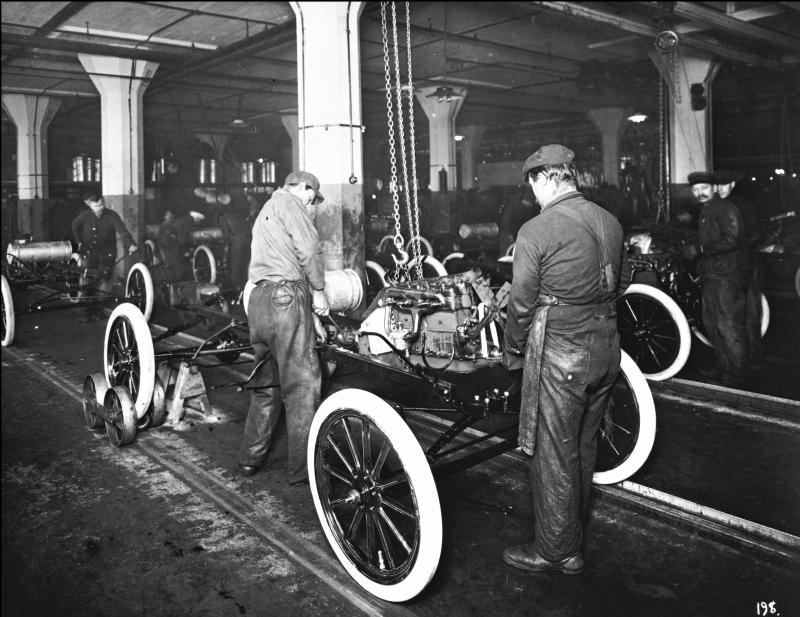 Engine installation at the Highland Park plant, 1913.