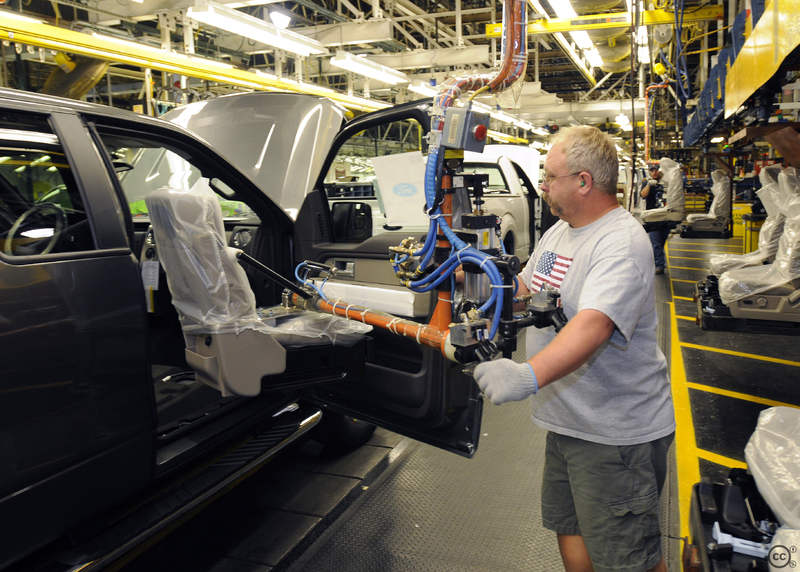 Ford S Hourly Workers Will Receive 8 800 Bonus Check