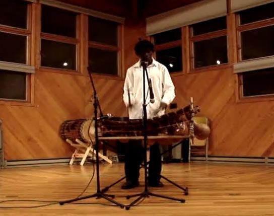 Kofi Ameyaw on Ghanaian (xylophone) Gyil.