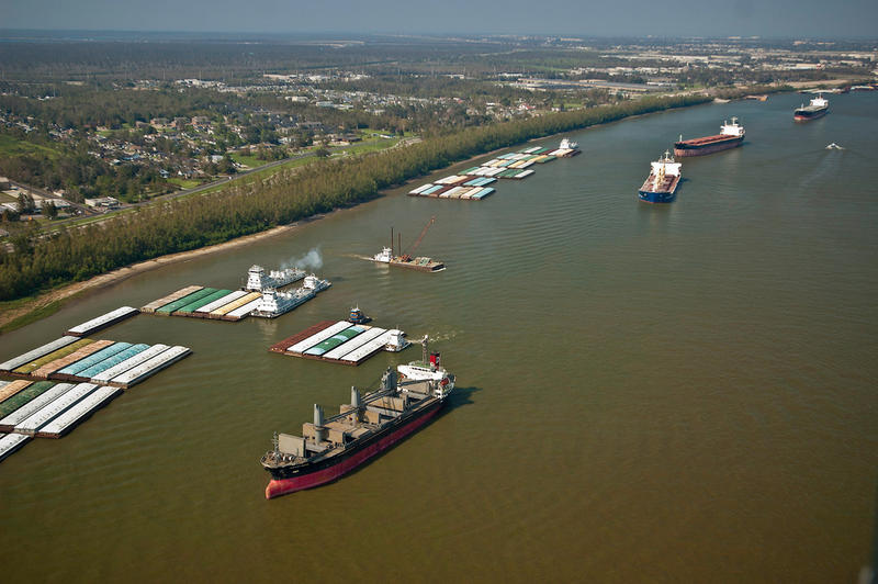 Barge and ship traffic transport export cargo on the Mississippi River in the Port of New Orleans, New Orleans, LA on Sept. 9, 2005.