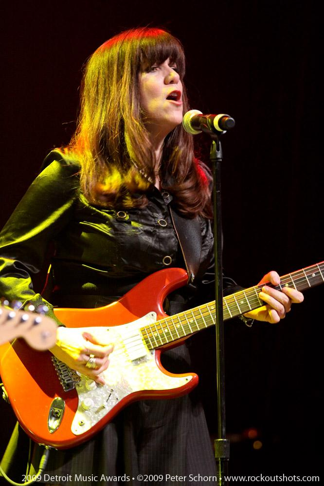 Liz Larin Performing with Bump.