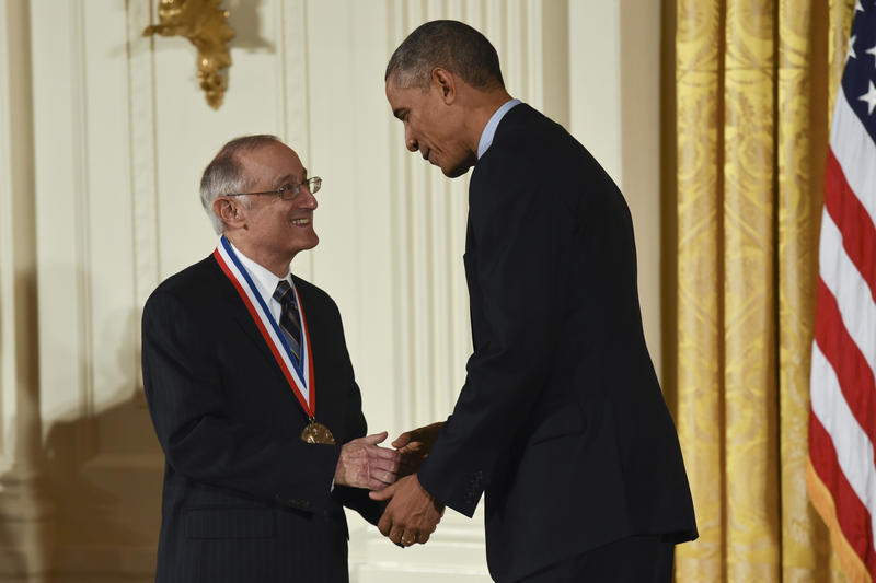 Robert Axelrod receiving the National Medal of Science on November 20, 2014.