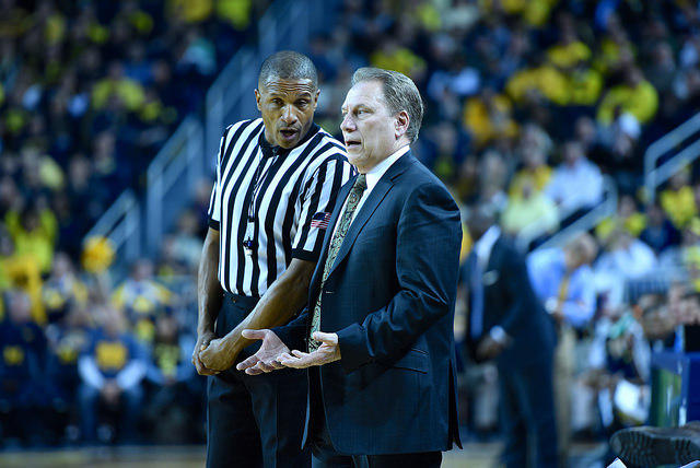Tom Izzo talking to a referee