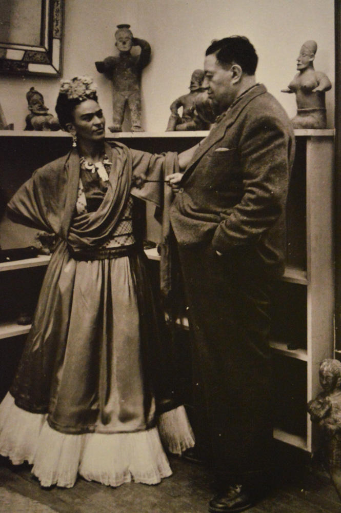 A photograph of Kahlo and Rivera.