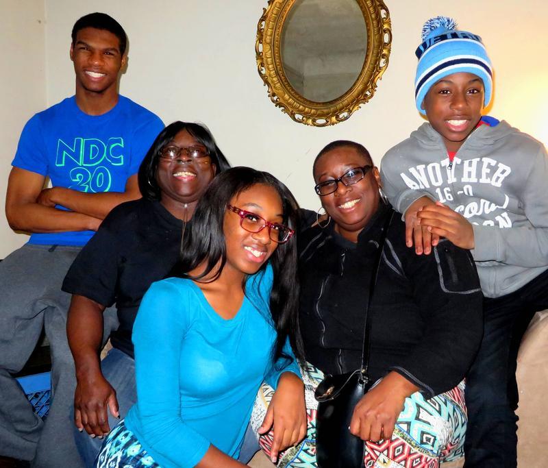 Fatima Mixon's family. (l to r) Kevin, Myra, Kyra, Fatima, and Makell.