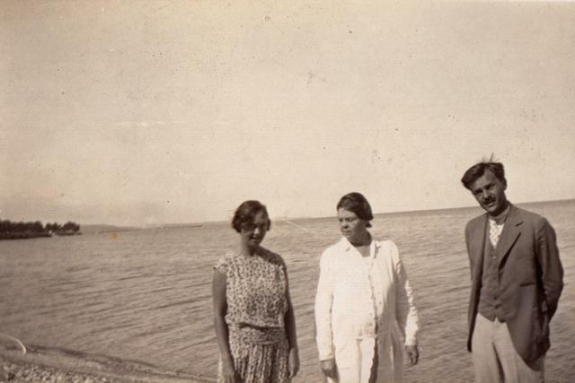 Josephine Herbst (left), Florence (John's mother) and John Herrmann against the backdrop of Lake Michigan 1929.