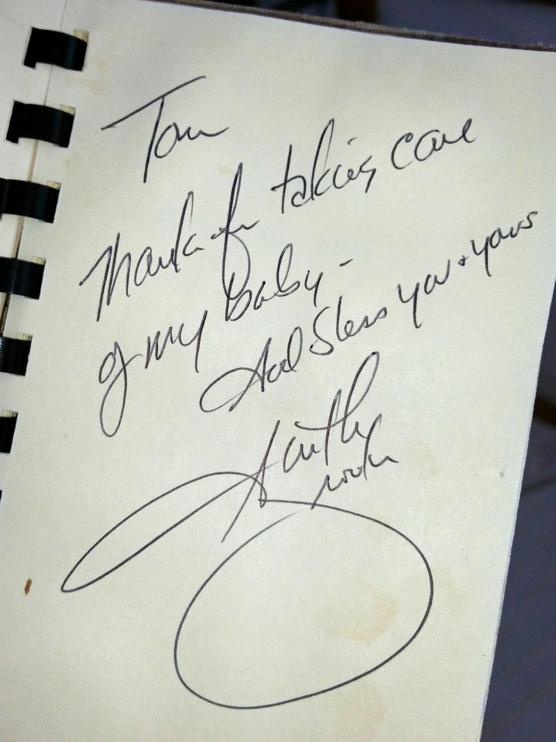 Garth Brooks signed the guest book after his daughter tagged along on a shipwreck search.