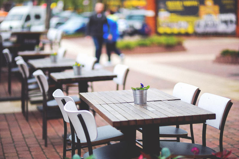 Dogs may be allowed to sit with their owners at outdoor restaurant patios soon