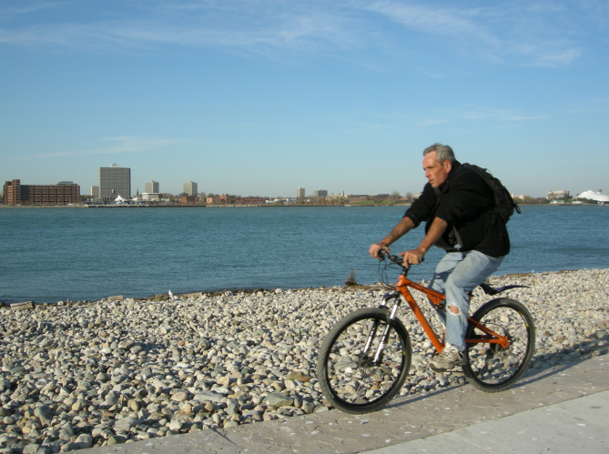 Cyclists in Windsor and Detroit hoping to ride on the opposite side of the Detroit River have to disassemble their bikes or throw them on the back of their cars in order to cross the river.