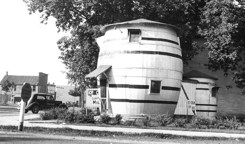 The Pickle Barrel in the 1940s.