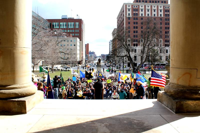 Students rally in Lansing