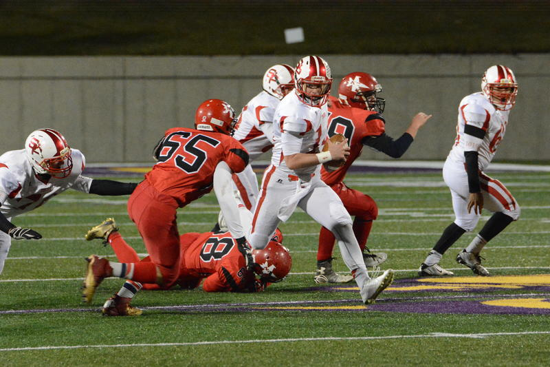 Powers North Central (red) and Battle Creek St. Philip battle in the 2015 8-man Football State Championship game. From 2009 to 2015, 44 schools in Michigan dropped 11-man football, while 8-man footballs schools went from 8 to 47.