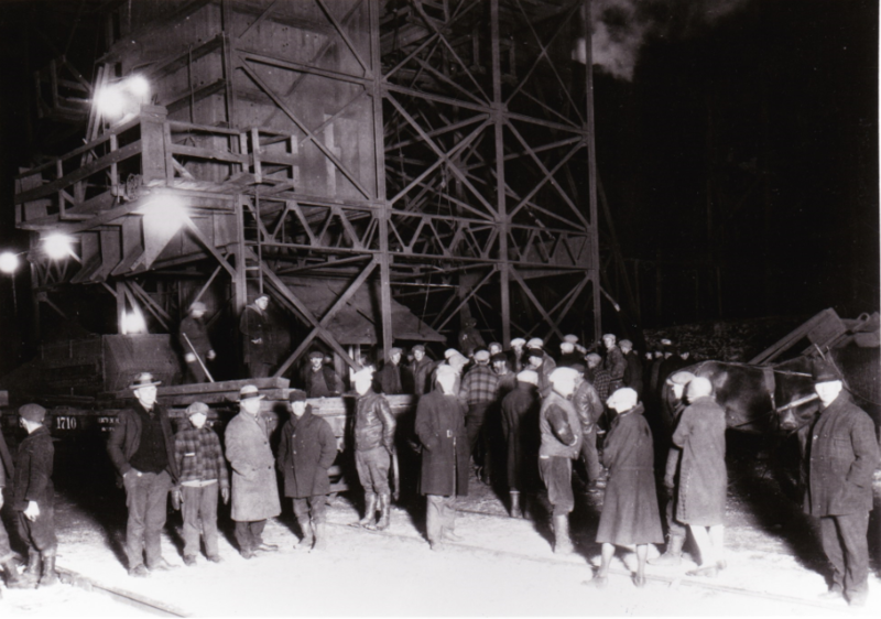 Barnes-Hecker Mine, evening of disaster, November 3, 1926. Onlookers include relatives of missing miners.