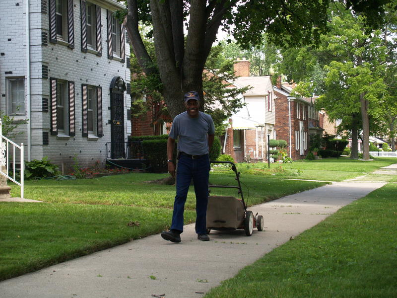 Shovel Share would provide Detroiters access to tools like lawnmowers, hammers, saws and more.