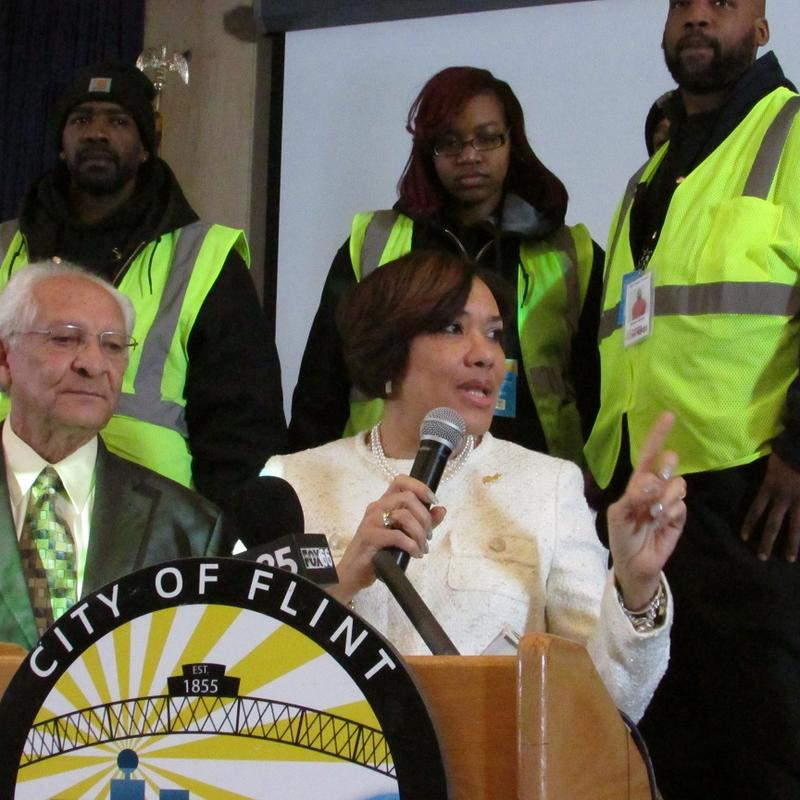Flint Mayor Karen Weaver encourages city residents to allow CORE team members to help them use water filters.