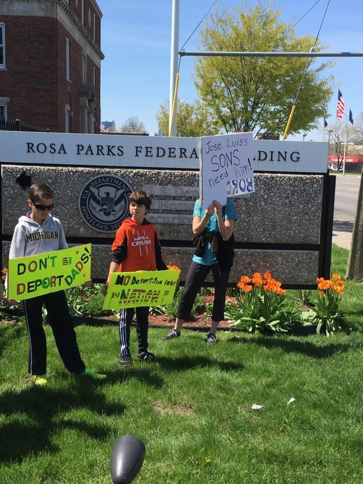 Supporters of Jose Luise Sanchez-Ronquillo rally in front of ICE offices in Detroit.