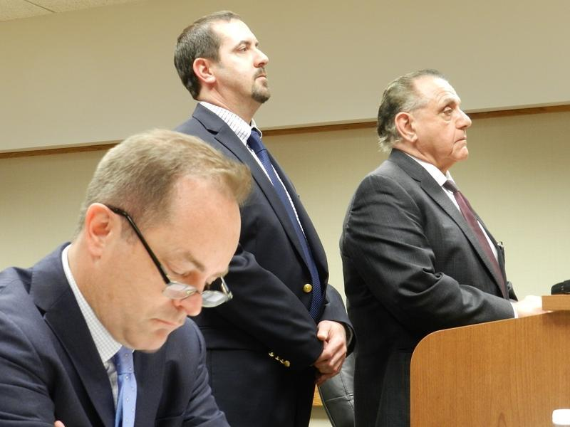 Mike Glasgow (center) during an earlier court appearence