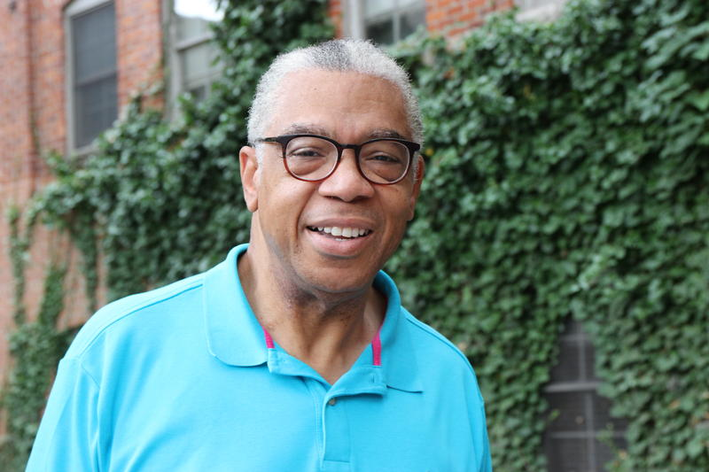 Democratic candidate for governor Bill Cobbs, in turquoise polo and glasses.