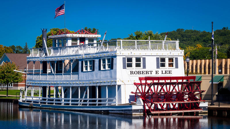 """Lowell says it'll take steps this week to remove the name """"Robert E. Lee"""" from the docked showboat downtown."""