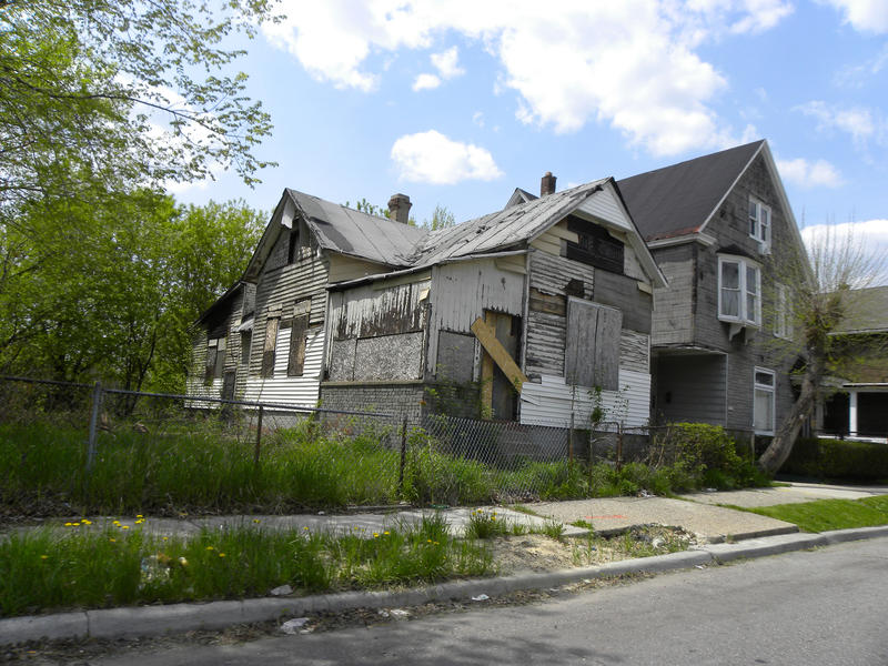 delapidated Detroit house