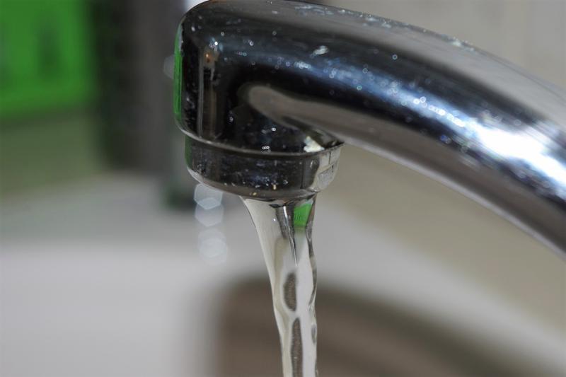 faucet running water