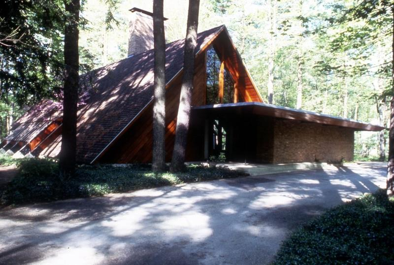 The Josephine Ashmun Residence, designed by Alden B. Dow and built in 1951.