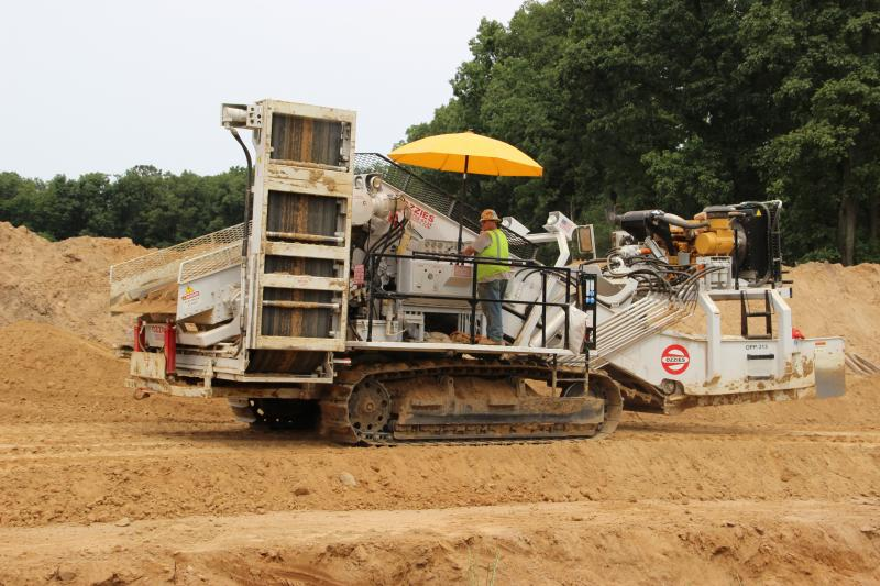 This machine sorts the dirt to remove any stones that might damage the pipeline.