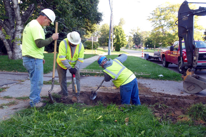 Crews replace a lead water service line in Flint.