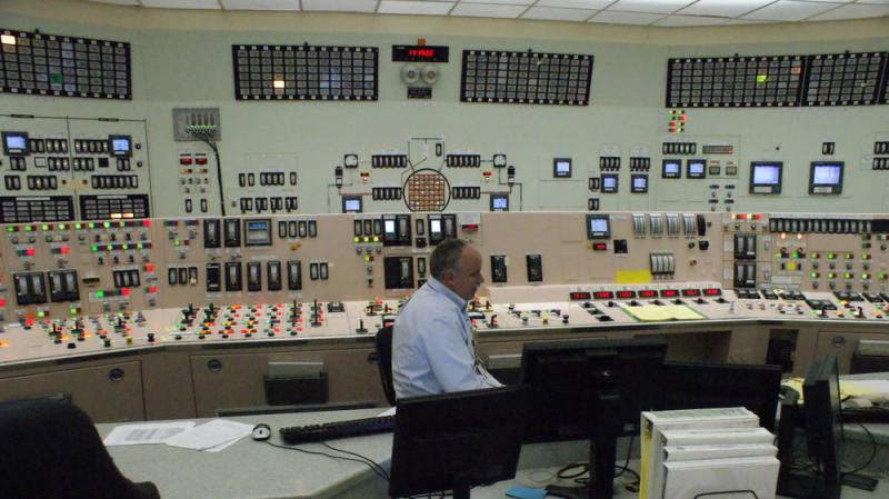 The center part of the panel controls the reactor.