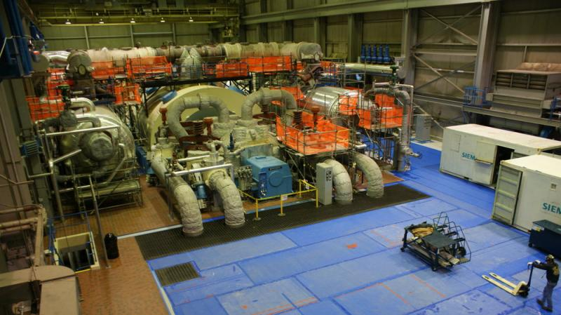 The turbine deck houses the steam generators. Steam comes from heated water in the nuclear reactor (not a part of the tour) and goes into the large, high-pressure turbine in the middle.