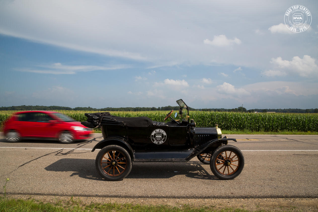 1915 Model T traveling across the country in Edsel Ford's tire ...